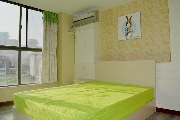 【合租】文德里小区5室1厅主对门次卧