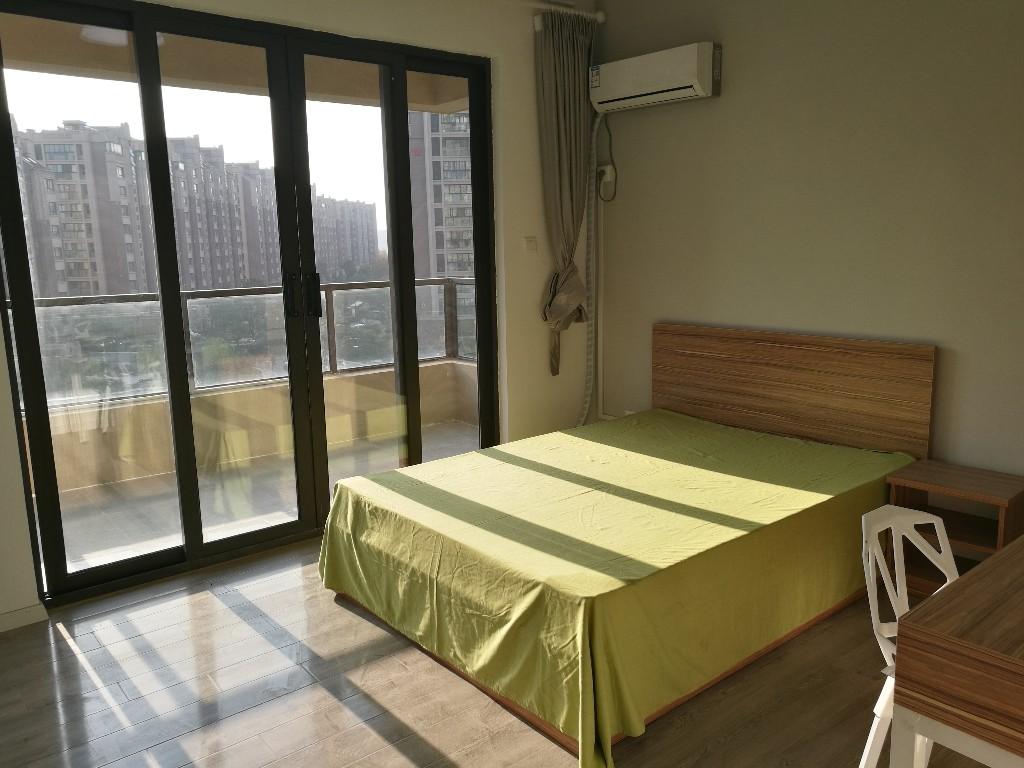 【合租】保利罗兰春天4室1厅房间1