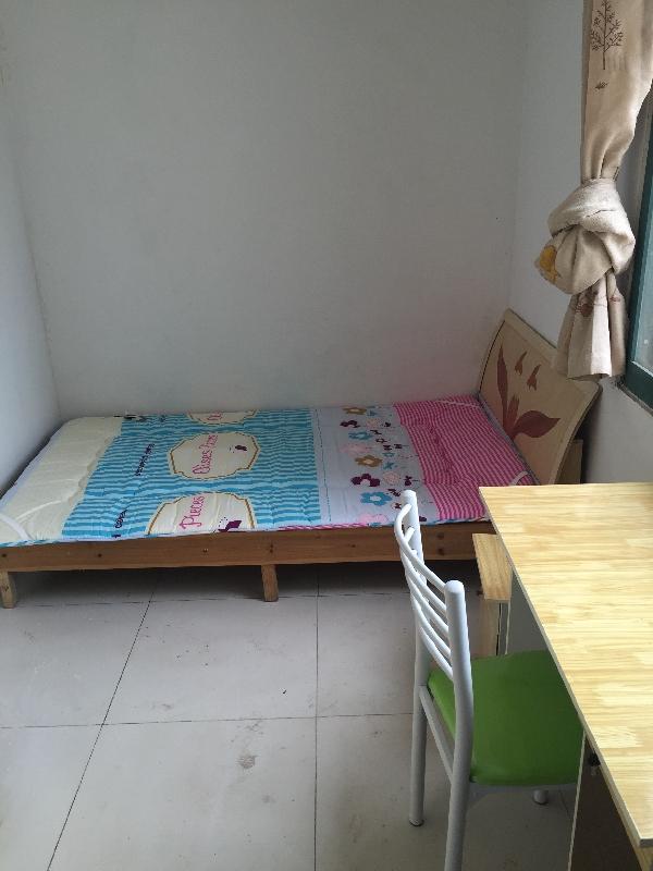 【合租】西城花园3室2厅主卧