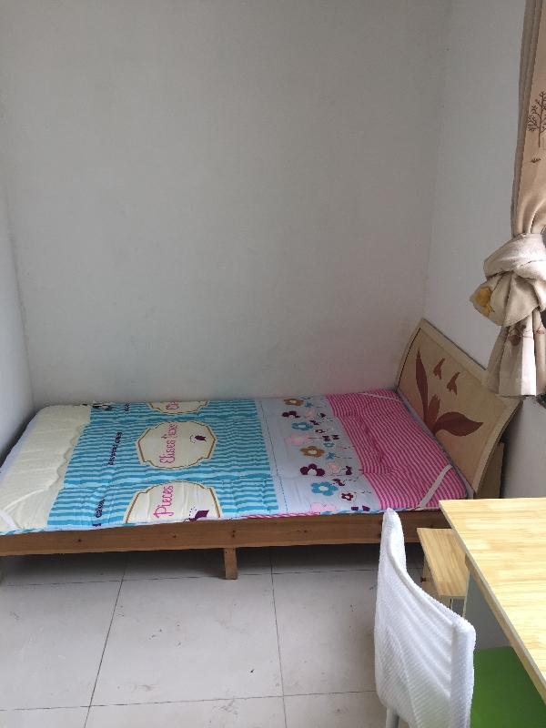 【合租】西城花园3室2厅次卧